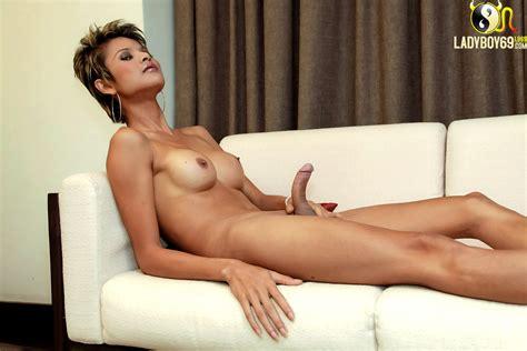 Asian shemale gets naked & wanks - photo 13 - aShemaletube.com