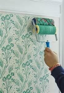 wand streichen ideen mit blumenmuster für moderne wandgestaltung in grün freshouse - Wohnzimmer Modern Wand Streichen
