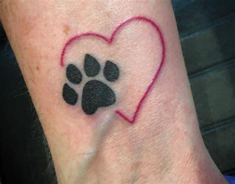 pfoten tattoo ideen bilder und bedeutung