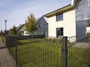 Idee Cloture Devant Maison : habiller un grillage dans un jardin ~ Dailycaller-alerts.com Idées de Décoration