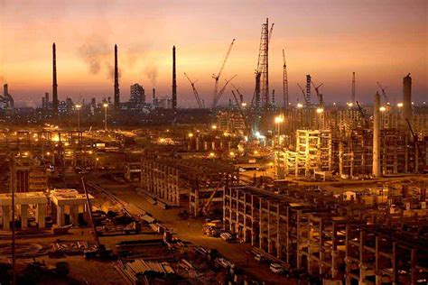 Jamnagar Oil Refinery Becomes World's Largest Hub - Bechtel