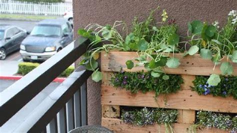 3 Apartment Balcony Garden Ideas By Using Vertical Concept