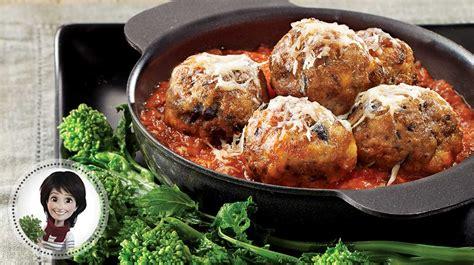boulettes de viande sauce tomate cuisine italienne boulettes de veau aux olives et sauce tomate de josée di