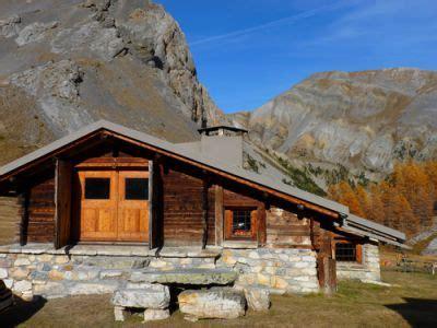location de chalets alpage rustique ou charme grand luxe hautes alpes
