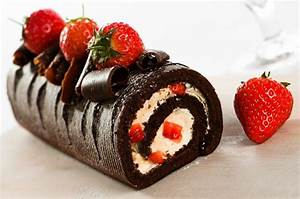 Rollo de Chocolate Relleno de Fresas con Crema | Recipe ...