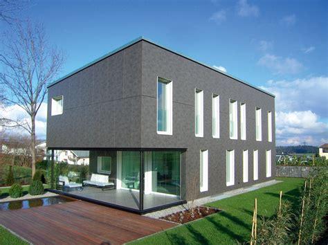 Modernes Haus Weiße Fenster by Dunkle Fassade Weisse Fenster Haustr 228 Ume Au 223 En Haus