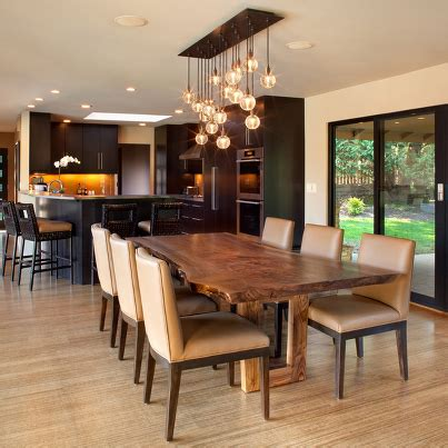 mesa de madera agradable  el comedor lamparas
