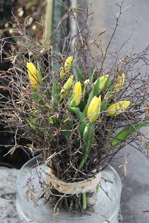 tulpenstehstrauss  gelb strong gold tulpen blumen fruehlings dekoration deko fruehling und