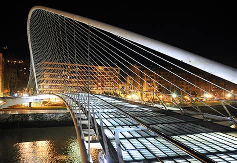 pont des temps moderne le pont zubizuri de bilbao calatrava architecte des temps modernes