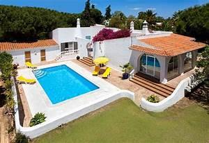 Villa de luxe dans un grand jardin avec piscine monde for Location villa martinique avec piscine 3 villa de luxe dans un grand jardin avec piscine monde