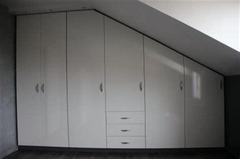 placard suspendu chambre placard sous pente chambre mansardé rangement sous pente