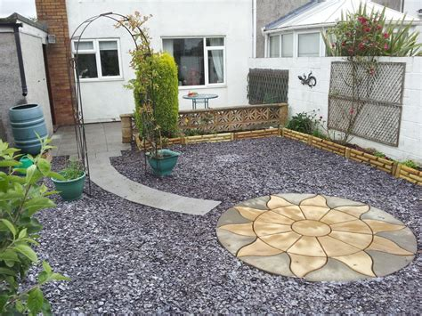 how to create low maintenance garden front yard