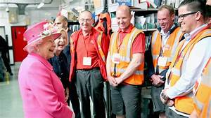 Royal mail staff sing for queen as 90th birthday ...