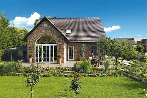 Moderne Längliche Häuser by Haus Landhausstil Modern Suche дом снаружи