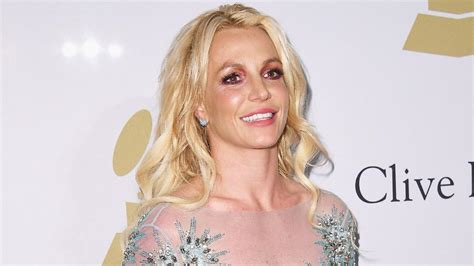 Britney Spears Skips 2017 GRAMMYs, Lounges in Sexy Bikini ...