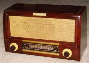 File:Vintage Westinghouse Wood Table Radio, Model H-157, 6 ...