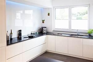 Küche Weiß Hochglanz : moderne hochglanz k che in wei mit k cheninsel bora ~ Watch28wear.com Haus und Dekorationen