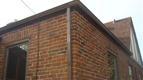 tuck point corner  house   windowsills