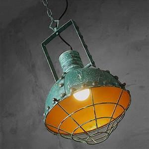 Lampe Suspension Industrielle : luminaire type gamelle industrielle vintage avec peinture effet veillie ~ Dallasstarsshop.com Idées de Décoration