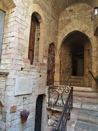 casa di san francesco entrata casa di san francesco fotograf 237 a de chiesa nuova