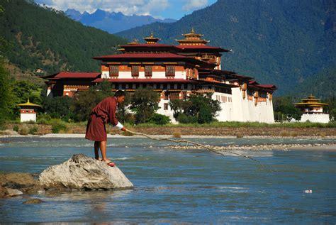 punakha dzong palace  bhutan thousand wonders