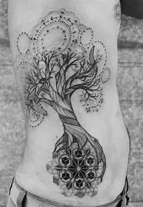 Baum Tattoo Bedeutung : die besten 25 kleiner baum t towierungen ideen auf pinterest baum t towierungen baum tattoo ~ Frokenaadalensverden.com Haus und Dekorationen