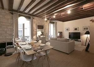 les 6 meilleures idees pour un salon chaleureux With peindre des poutres en bois 6 plafond entre solives maison poyaudine