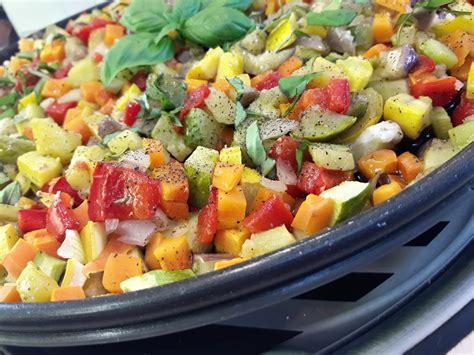 cuisiner a la plancha brunoise de légumes sur plat crisp la recette facile par