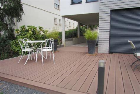 terrasse en bois composite brun mille un sols
