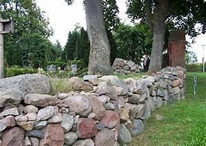 Mauer Bauen Anleitung : findlingsmauer friesenwall als friedhofsmauer eine natursteinmauer ~ Eleganceandgraceweddings.com Haus und Dekorationen