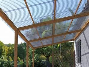 Que Mettre Sur Le Toit D Une Pergola : une couverture de pergola avec des plaques transparentes ~ Melissatoandfro.com Idées de Décoration