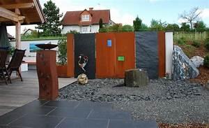 Tor zum whirlpool sichtschutzwand aus cortenstahl und for Whirlpool garten mit moderne pflanzkübel innen