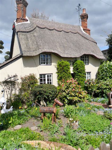 cottage uk 636 best images about fairytale hobbit houses storybook
