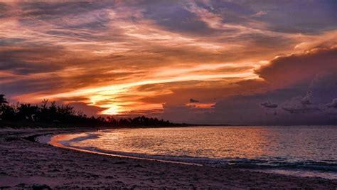discover  bahamas   sunset jeep  travelpulse