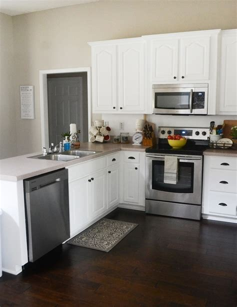 Kitchen Paint Magnolia by Painted Kitchen Cabinets Makeover With Magnolia Paint