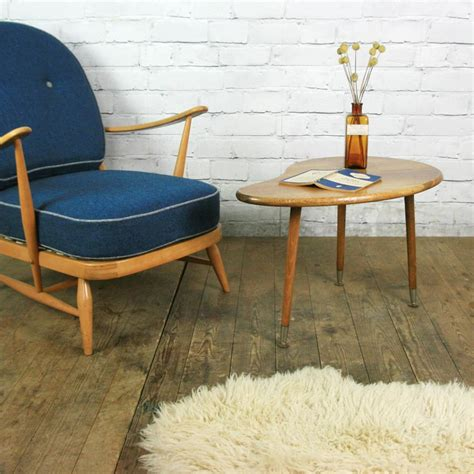 In fantastic condition, this wonderful coffee table is not only chic and modern looking with it's clean. Mid Century Oak Kidney Coffee Table - Mustard Vintage