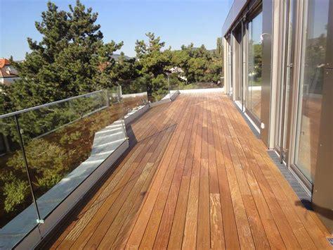 Holzbelag Für Balkon by Holzterrasse Iroko Wohngesund
