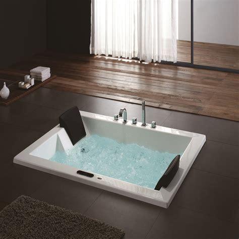 Astoria Luxury Whirlpool Tub