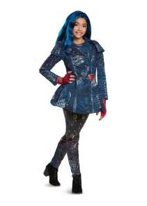 Pictures of Costumes of the Descendants 2 Evie