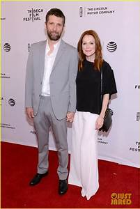 Julianne Moore Brings Her Whole Family to 'Wolves ...