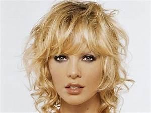 Coupe Carré Frisé : tendance actuelle coupe cheveux fris s mi long femme ~ Melissatoandfro.com Idées de Décoration