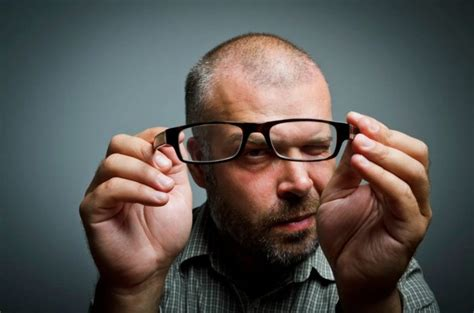 8 Tips On How To Buy The Perfect Pair Of Eyeglasses The