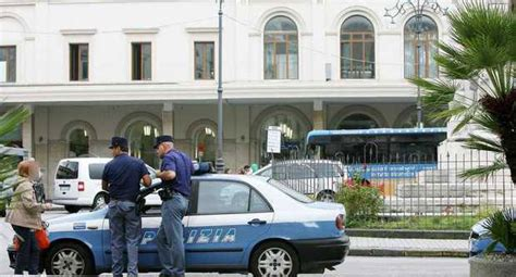 salerno la polizia ferma sei soggetti senza fissa dimora