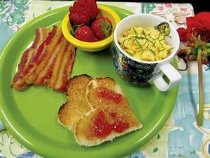 Mother's Day breakfast in bed — by the kids TL