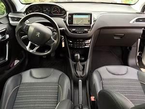 Interieur Peugeot 2008 Allure : peugeot 208 1 6 e hdi fap 92 allure 3p vente voitures annonces auto et accessoires ~ Medecine-chirurgie-esthetiques.com Avis de Voitures
