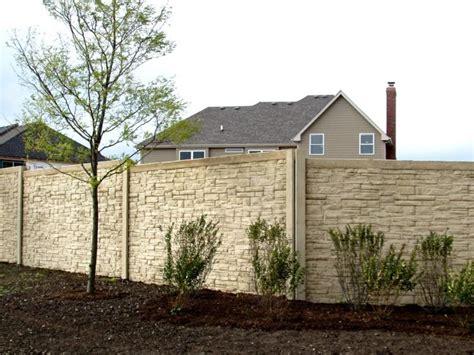 Dieses beinhaltet zaunsysteme, sichtschutzzäune und stahlgitterzäune mit aber auch die gestaltung des restlichen gartens und ihres hauses sind wichtige merkmale, die in ihren zaun miteinfließen sollten. Gartenzaun Sichtschutz mit und aus Naturstein