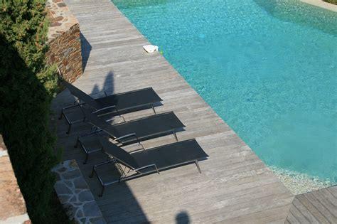 chaise bain de soleil sélection chaise longue et transat autour de la piscine