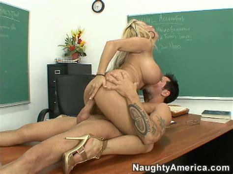 Big Ass Huge Boobs Blonde Milf Holly Halston Fucked Hard
