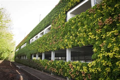 europes largest green wall completes  warwick car
