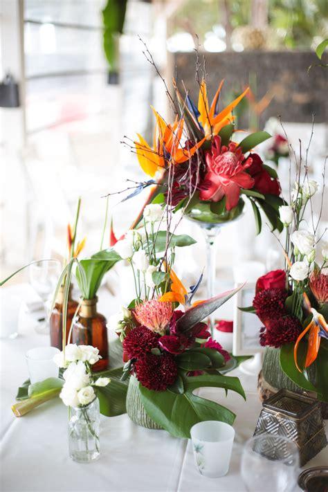 decor de table mariage exotique fleurs  feuillages
